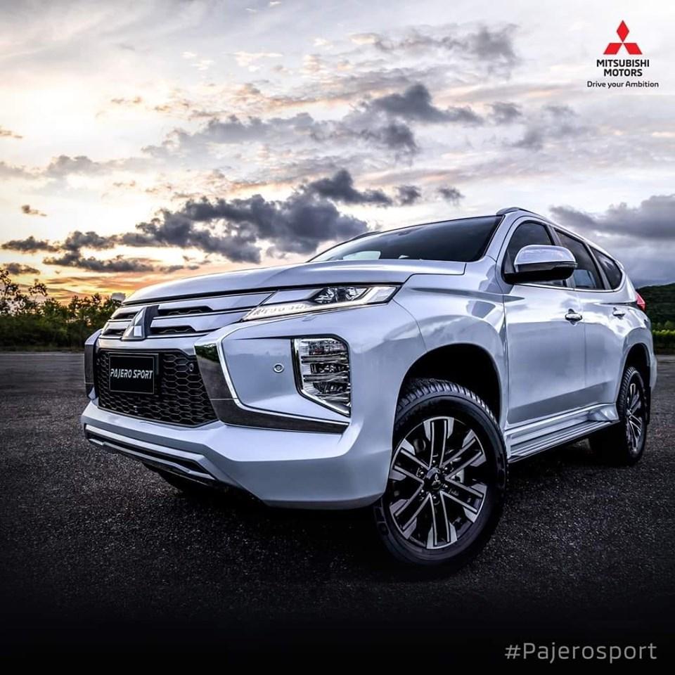 ดีไซน์ใหม่ โฉบเฉี่ยว สะกดได้ทุกสายตา กับ ไฟหน้าโปรเจคเตอร์ แบบ Bi-LED พร้อมปรับลำแสงอัตโนมัติ และไฟส่องสว่างเวลากลางวันแบบ Spectrum LED ใน New Mitsubishi Pajero Sport  💳 ราคาเริ่มต้น 1,299,000 บาท 🚩 New Pajero Sportดอกเบี้ย* 1.89% == ฟรี ประกันภัยชั้น 1 นานหนึ่งปี/ชุดแต่งรอบคัน 🆓 เครื่องต่อสัญญาณภาพ และเสียงระบบดิจิทัล (HDMI WiFi Dongle)  💟 ฟรี ประกันคุณภาพ 💟 ฟรี ค่าแรงเช็กระยะ 💟 ฟรี ประกันภัยชั้นหนึ่ง  ทดลองขับได้ทุกวัน  สนใจติดต่อสอบถามฝ่ายขายได้ที่ ☎️ 02-896-0901-3 📱 090-959-6460 https://www.facebook.com/LigerRama2/?ref=bookmarks 🆔https://line.me/R/ti/p/%40ligerrama2 💻https://www.mitsu-liger.com/  #MitsubishiMotorsThailand #MitsubishiMotors #NewPajeroSport  #ความสำเร็จที่เป็นคุณ